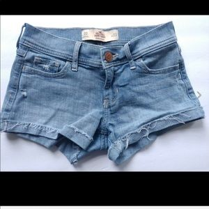 Hollister shorts Distressed  Low rise Size 00/W 23